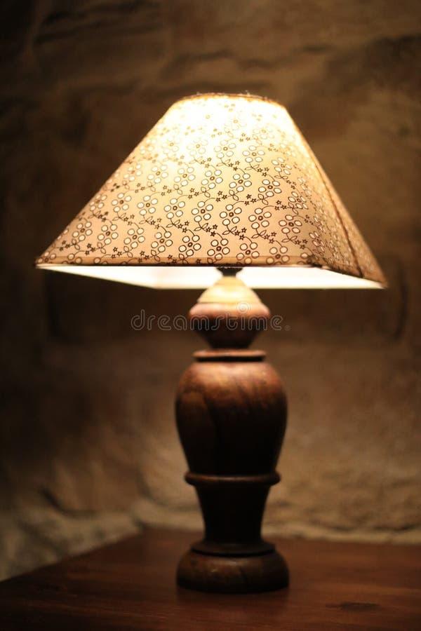 Rocznik lampa obok łóżka zdjęcia royalty free