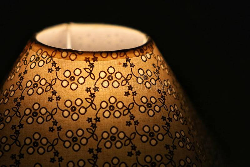 Rocznik lampa obok łóżka obraz royalty free