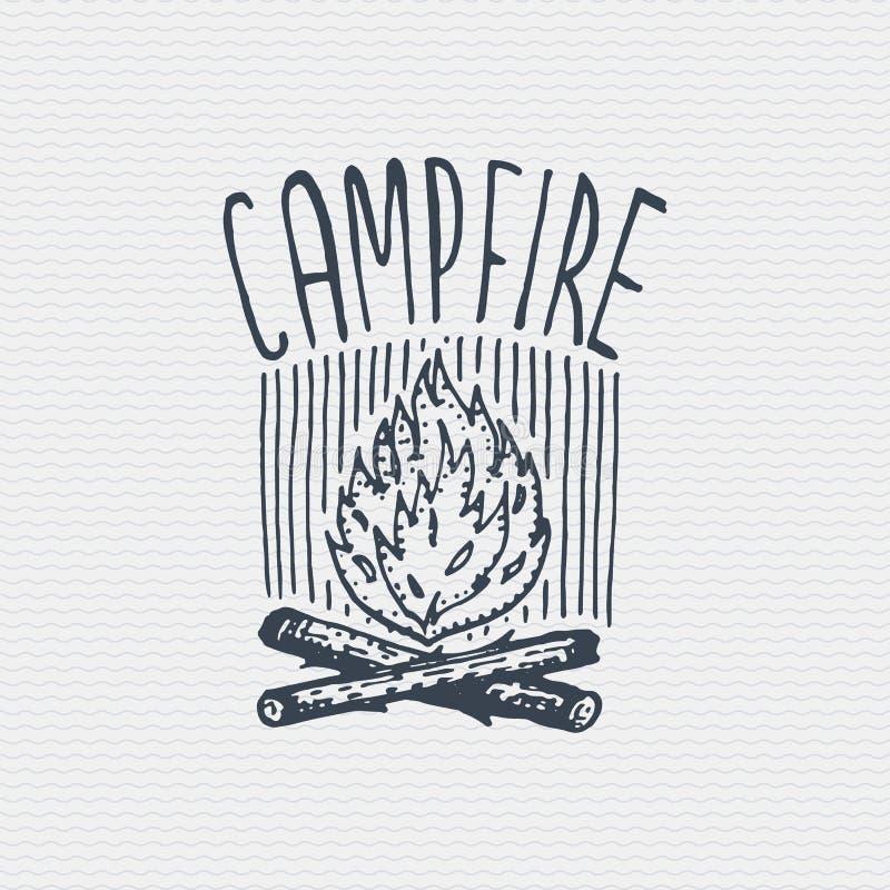 Rocznik odznaka, etykietka grawerujący i stary wyga rysujący styl z ogniskiem royalty ilustracja