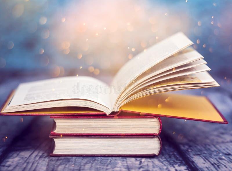 Rocznik otwarta książka zdjęcia stock
