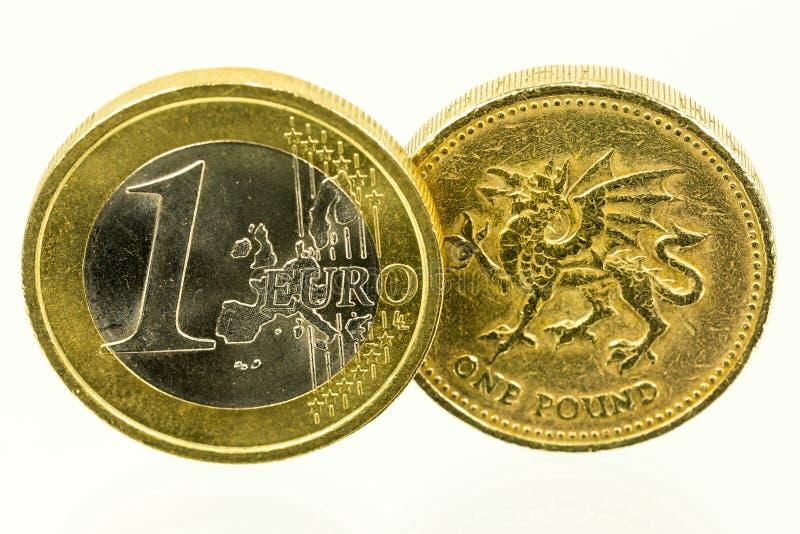 Rocznik patrzeje Brytyjskie Funtowe monety; waluta UK fotografia royalty free
