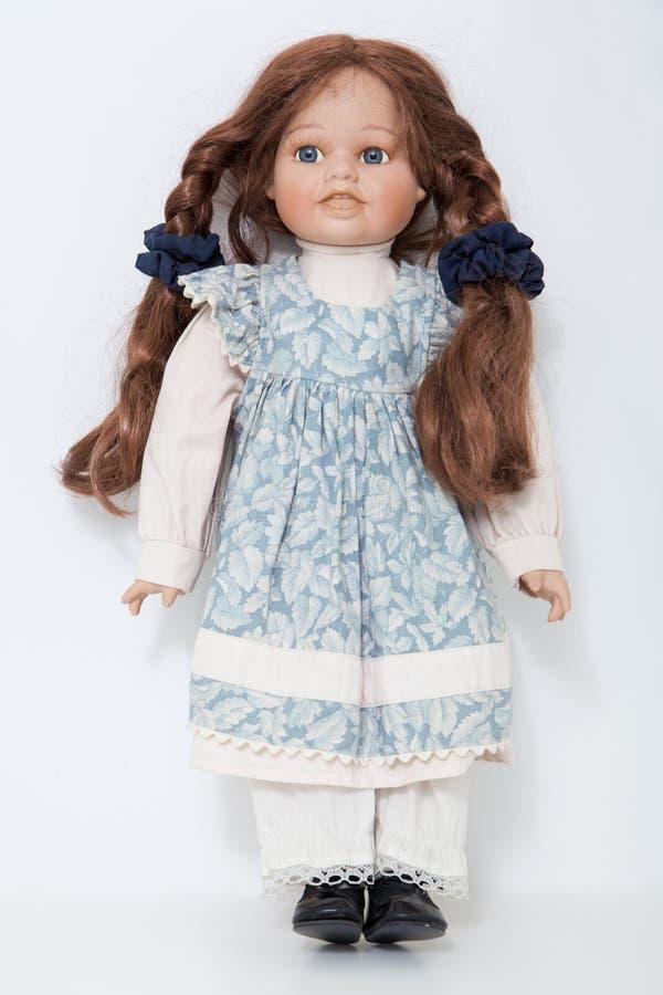 Rocznik porcelany lali dziewczyna z długich warkoczy brown włosy fotografia stock