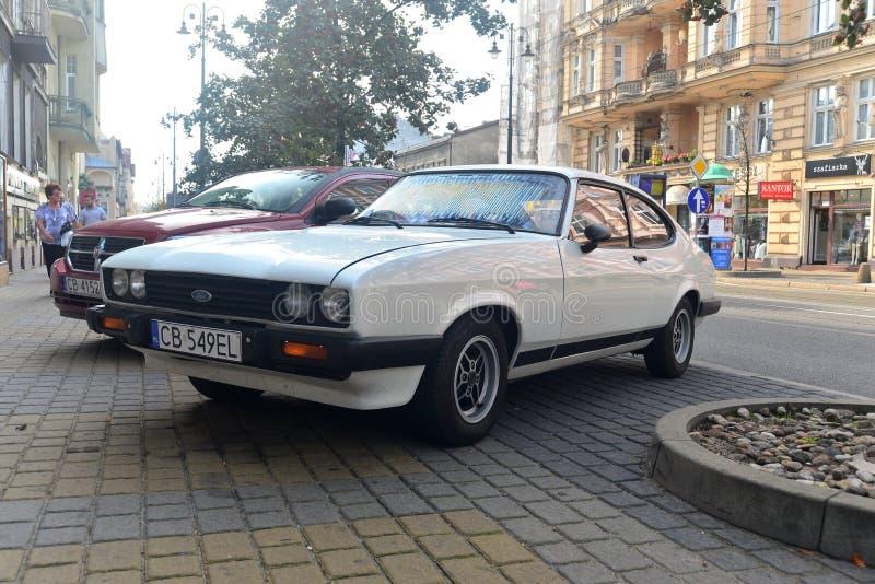 Rocznik samochodowy Ford Capri parkował zdjęcie royalty free