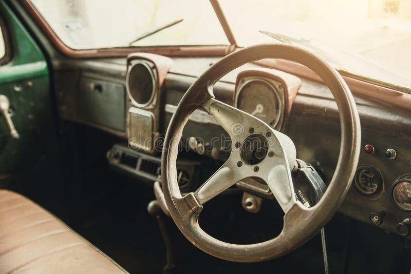Rocznik stara samochodowa wewnętrzna deska rozdzielcza zdjęcie stock