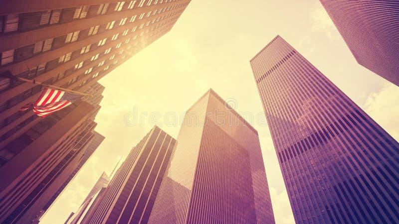 Rocznik stylizował drapacze chmur w Manhattan przy zmierzchem, NYC zdjęcie stock