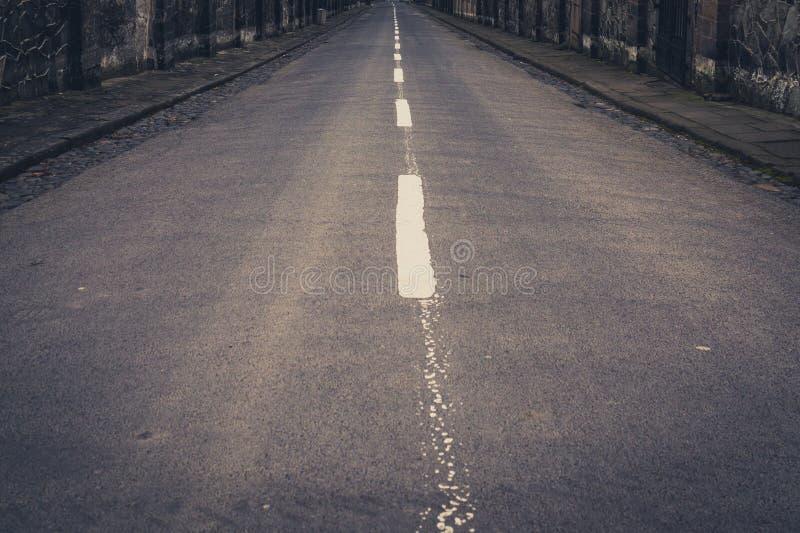 Rocznik stylowa droga, pusty uliczny pas ruchu obrazy stock