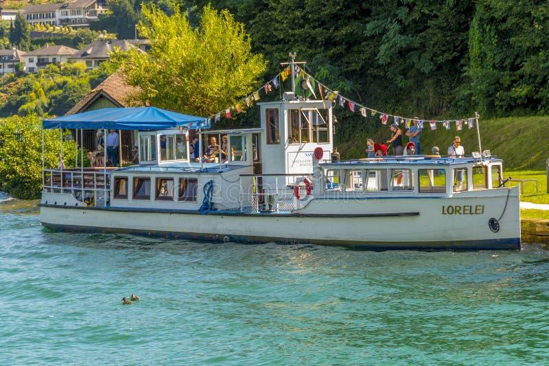 Rocznik turystycznej łodzi ofiary nostalgiczne sceniczne wycieczki zdjęcie royalty free