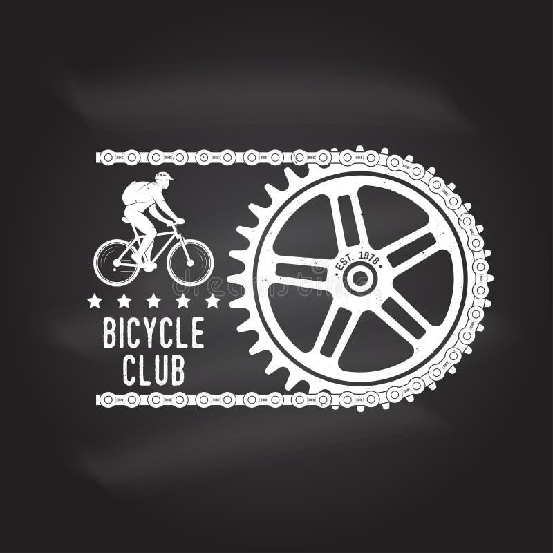 Rocznik typografii projekt z kolarstwo łańcuchu i przekładni sylwetką sport ekstremalny ilustracji