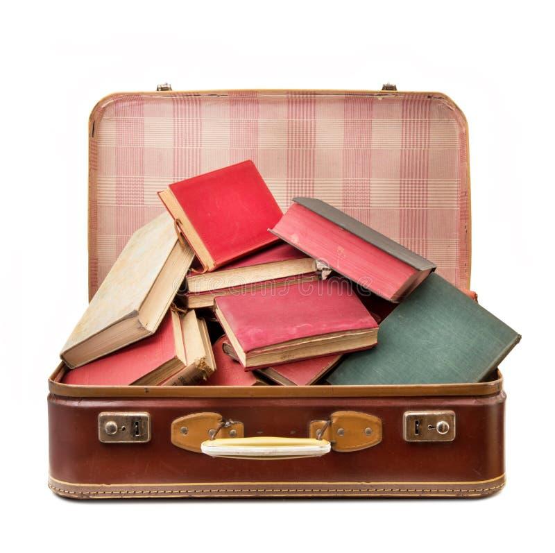 Rocznik walizka pełno książki zdjęcie stock