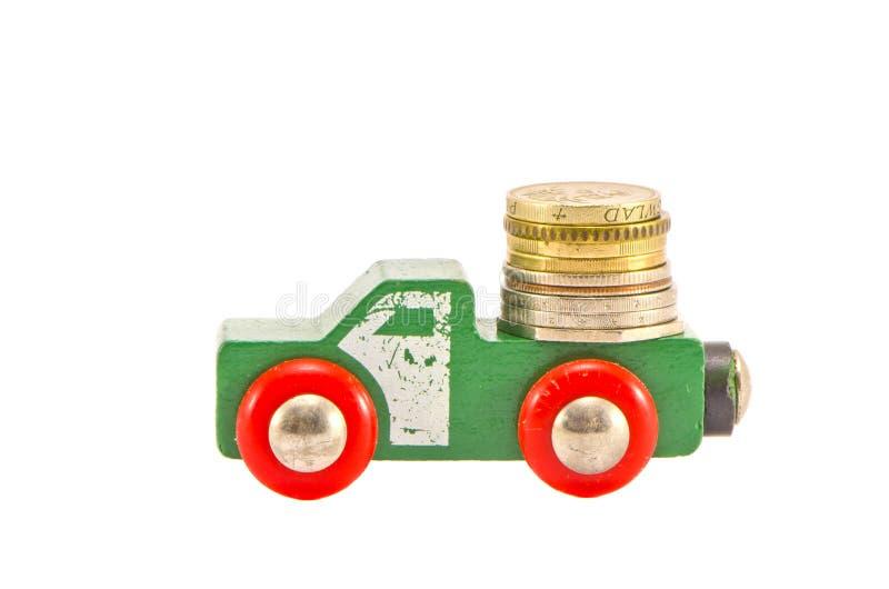 Rocznik wodoen ciężarową zabawkę i pieniądze ukuwa nazwę pojęcie zdjęcie stock