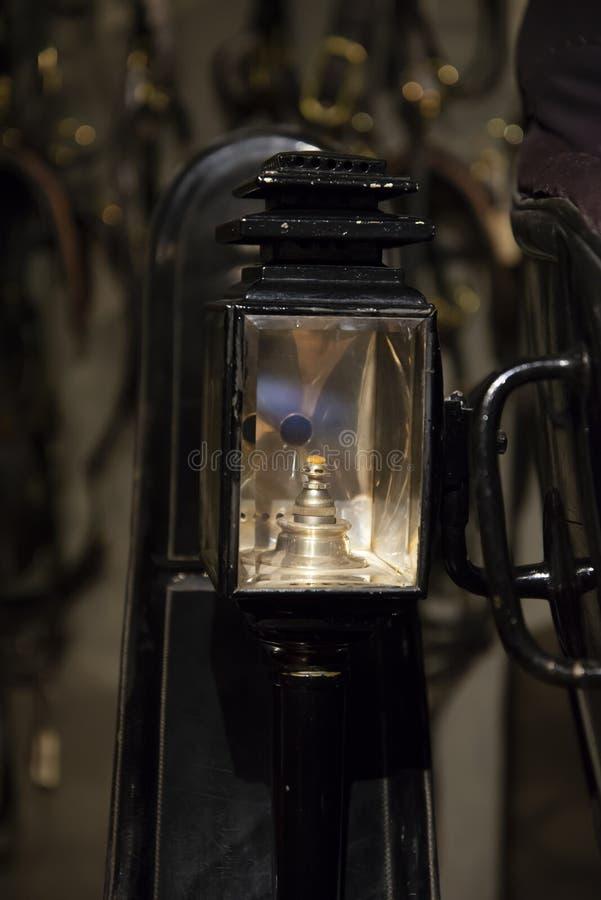 Rocznika światło używać na antykwarskim karecianym powoziku zdjęcie royalty free