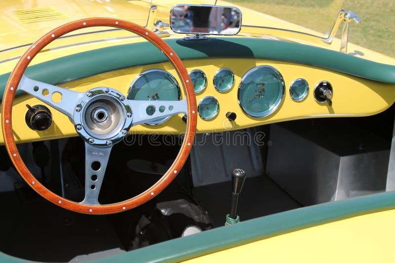 Rocznika żółty Brytyjski sportscar wnętrze zdjęcia stock