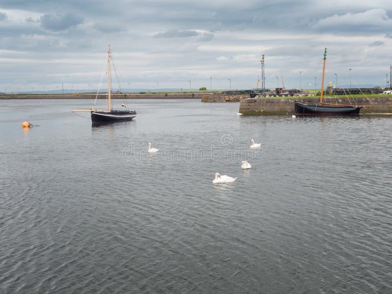 Rocznika żeglowania handlu łódkowaty typ Galway dziwka Czerń i pomarańczowi tradycyjni kolory obrazy stock