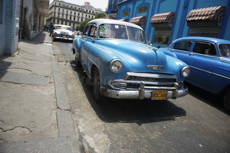 Rocznika Amerykański Samochodowy ruch drogowy Hawański Kuba zdjęcia stock