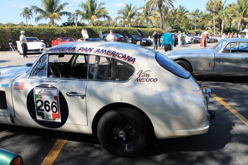 Rocznika Aston oknówki samochód wyścigowy zdjęcia stock