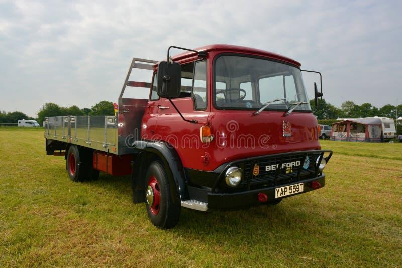 Rocznika Bedford płaskiego łóżka ciężarówka zdjęcie stock