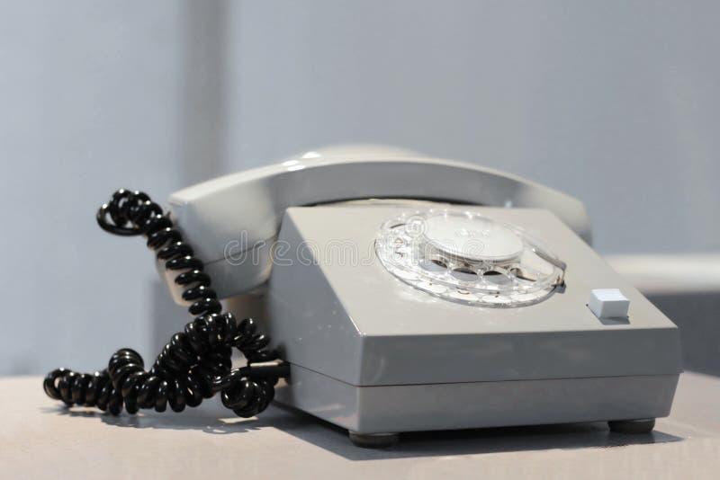 Rocznika biały telefon na białym tle obrazy royalty free