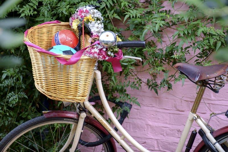 Rocznika bicykl w Portobello drodze w Notting wzgórzu obrazy stock