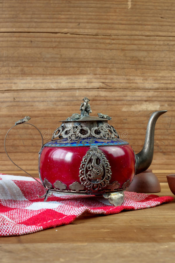Rocznika Chiński teapot robić stary chabet i Tybet osrebrzamy z mo zdjęcie royalty free