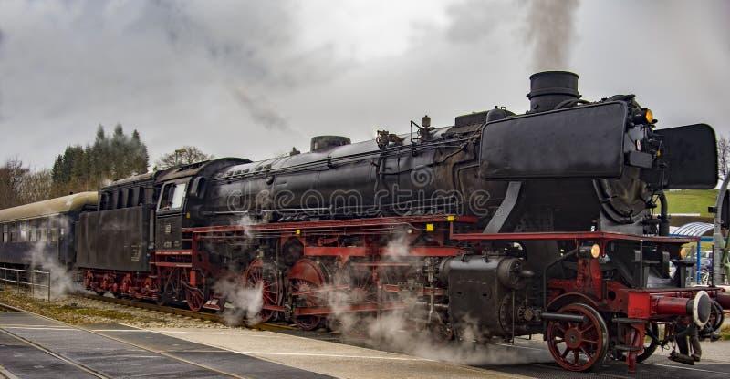 Rocznika czerni kolei kontrpara zasilający pociąg zdjęcie stock