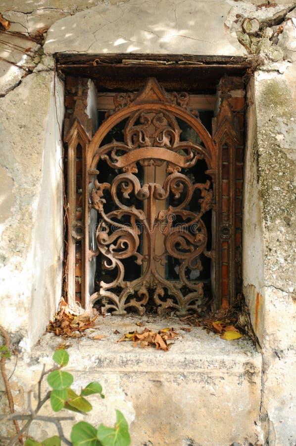 Rocznika dokonanego żelaza okno zdjęcie royalty free