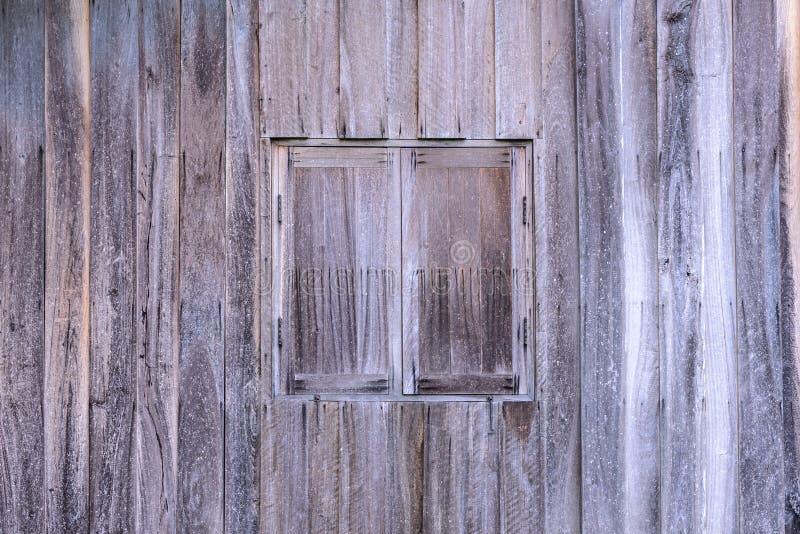 Rocznika drewniany okno z drewnianą ścianą fotografia stock