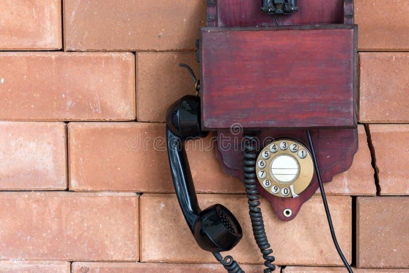 Rocznika drewniany telefon zdjęcia stock
