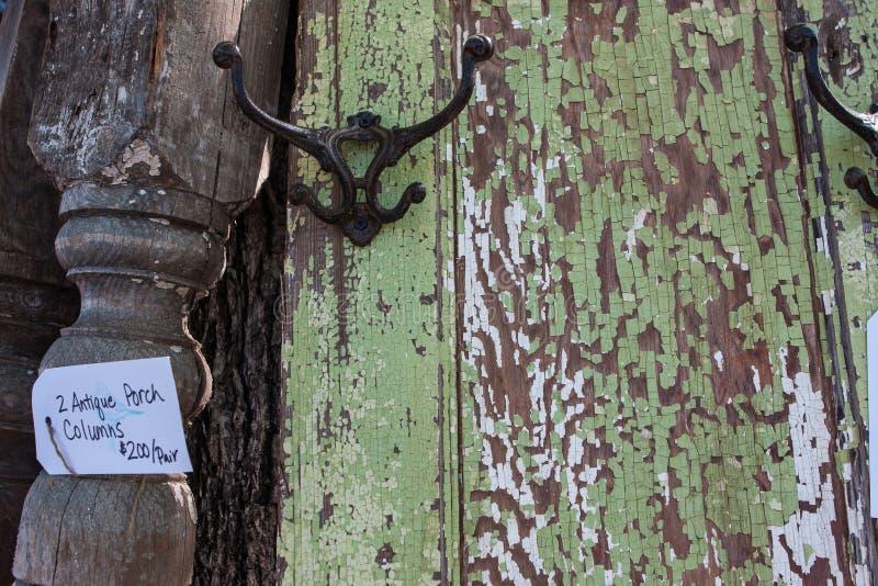 Rocznika drzwi Na sprzedaży Przy Antykwarskim festiwalem I obrazy stock