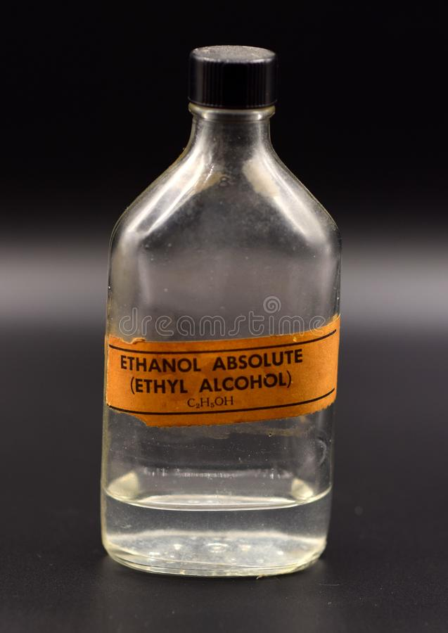 Rocznika etanolu butelka na Czarnym tle zdjęcia stock