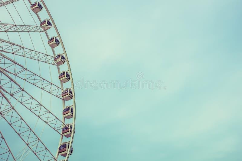 Rocznika Ferris Retro koło Nad niebieskim niebem w Bangkok, Tajlandia zdjęcie royalty free