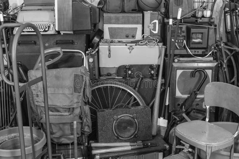 Rocznika garażu miejsce składowania Czarny I Biały zdjęcie royalty free