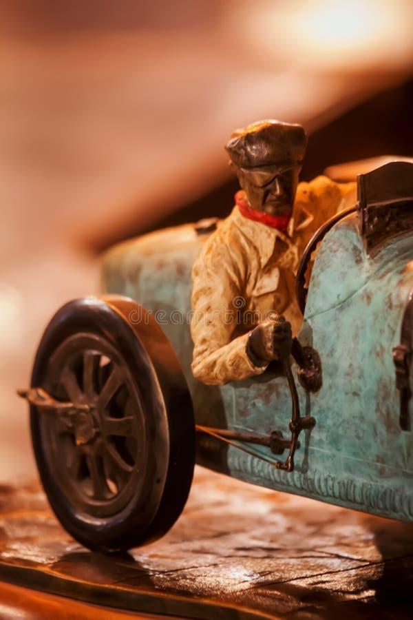 Rocznika kierowcy retro racecar figurka zdjęcia stock