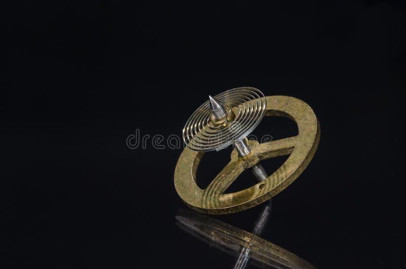 Rocznika Kieszeniowego zegarka Hairspring Odpoczywa na Czarnej powierzchni obraz royalty free