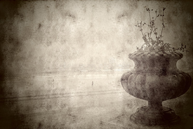 Rocznika krajobrazowy stary garnek na plaży zdjęcia stock