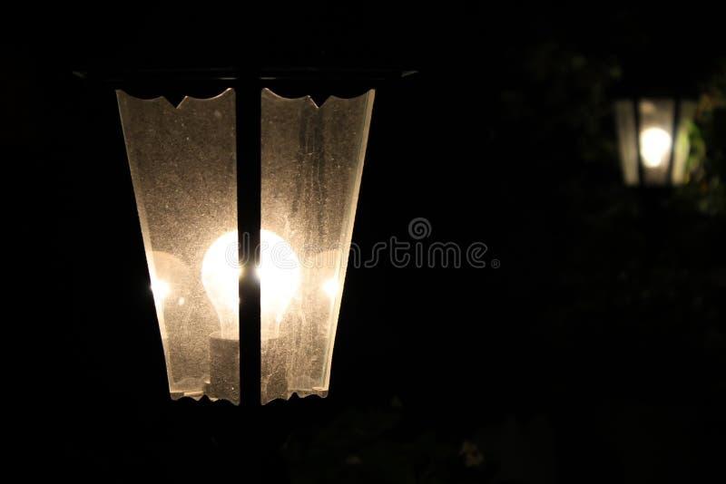 Rocznika latarniowy jaśnienie w zmroku zdjęcia stock