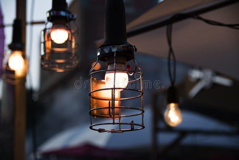 Rocznika metalu nakrętki lampy obwieszenie od sufitu fotografia royalty free