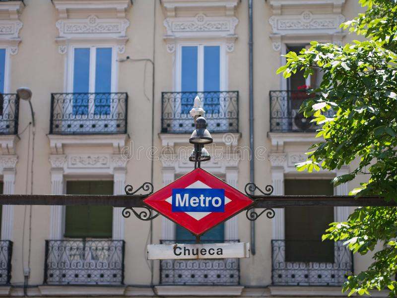 Rocznika metra znak przy Chueca stacją, Madryt, Hiszpania zdjęcia royalty free