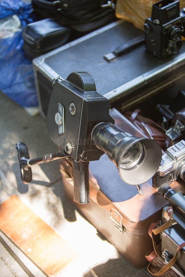 Rocznika obiektywu kamera na Gruzińskiej ulicznego rynku antykwarskiej retro sprzedaży zdjęcie stock