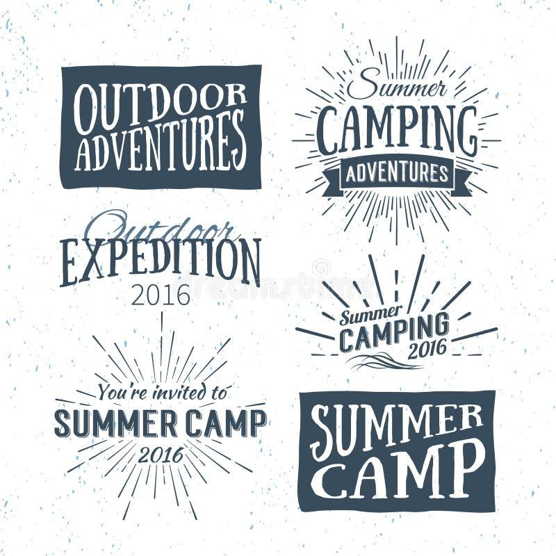 Rocznika obozu letniego odznaki i plenerowi przygoda logowie, emblematy ilustracja wektor