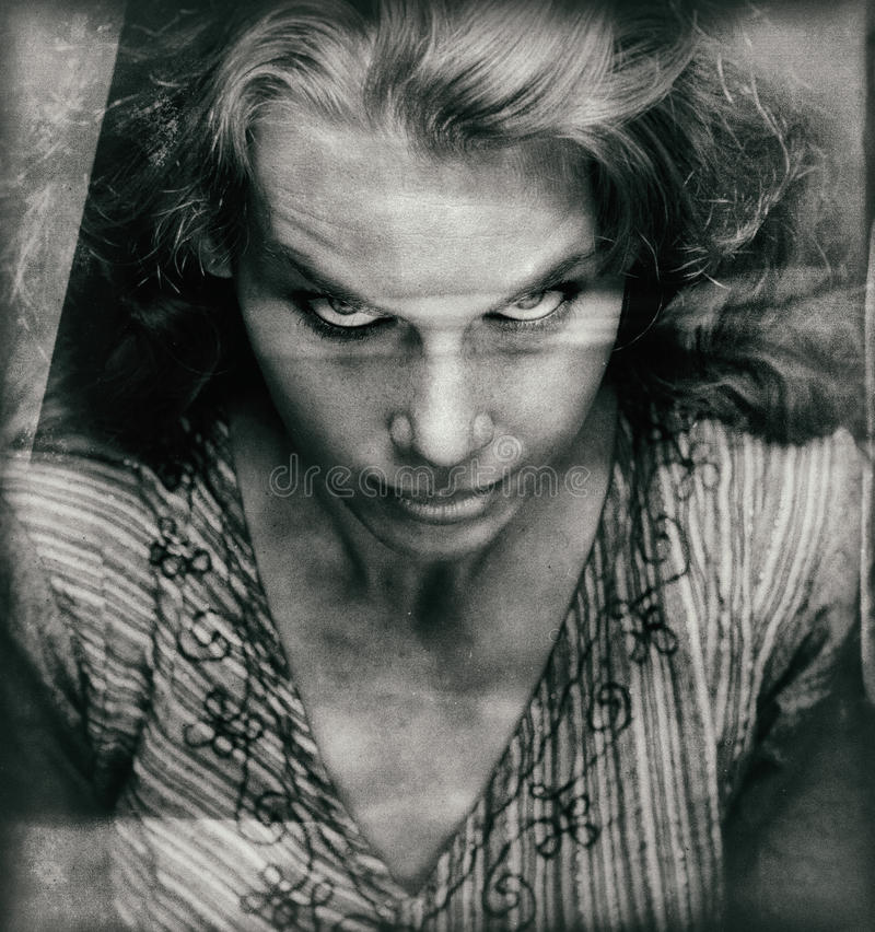Rocznika portret straszna kobieta z złą twarzą fotografia stock