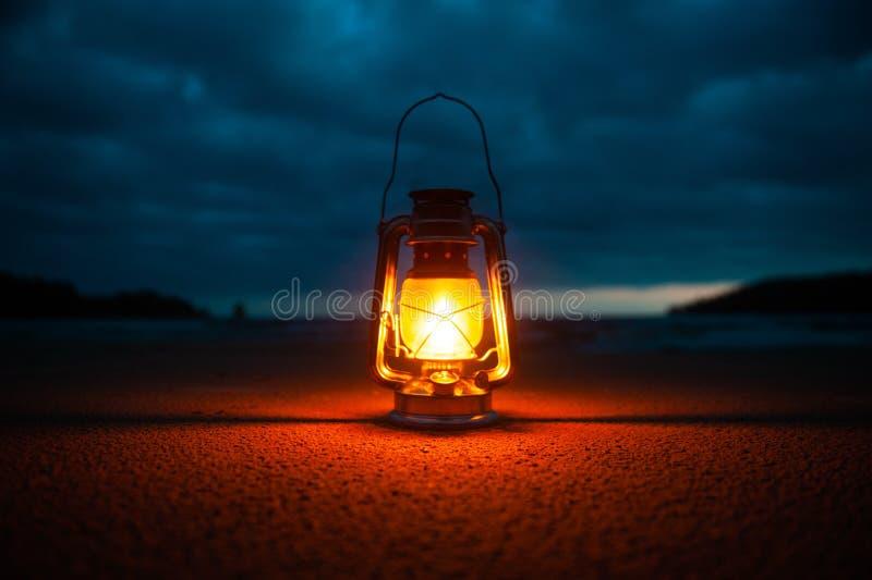 Rocznika przenośnego urządzenia oleju lampion obraz royalty free