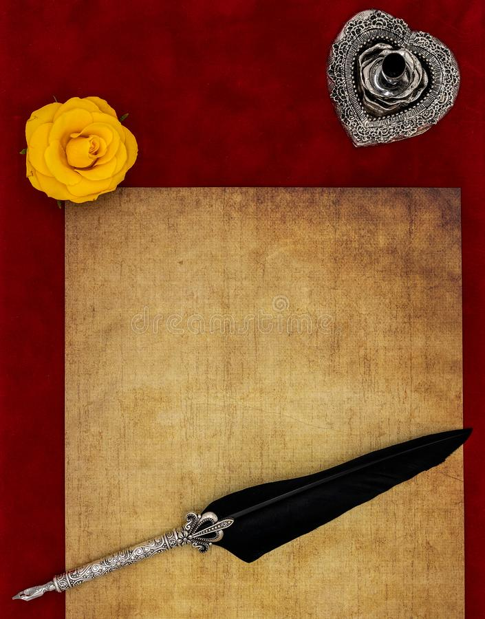 Rocznika pusty preachment, kolor żółty róży głowa, ozdobny srebny dutka stojak ornamentował dutkę - listu miłosnego pojęcie obrazy stock