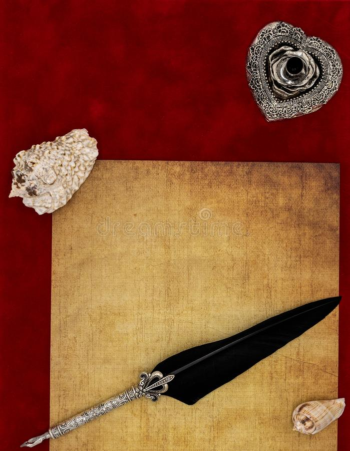 Rocznika pusty preachment, seashells, ozdobny srebny dutka stojak ornamentował dutkę - listu miłosnego pojęcie obraz stock