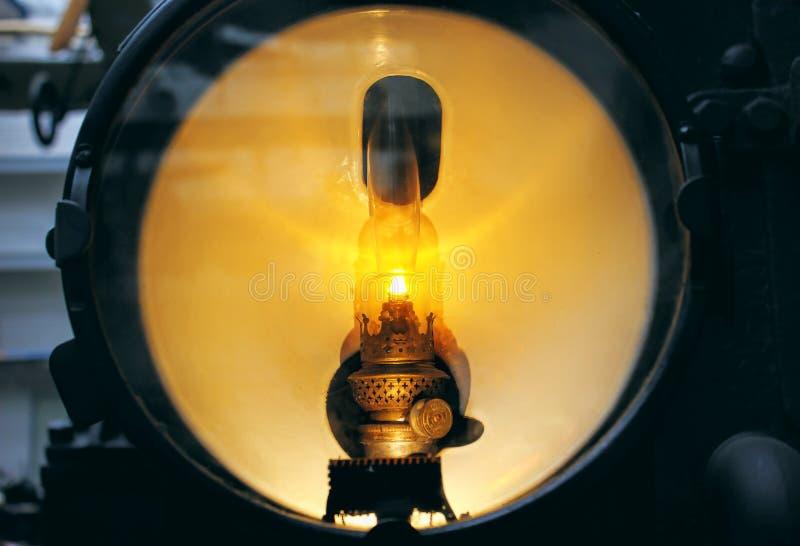 Rocznika reflektor stary pociąg - dostrzega światło odizolowywającego fotografia stock