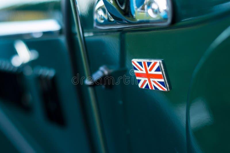 Rocznika samochodowy szczegół - zrzeszeniowej dźwigarki odznaka fotografia royalty free