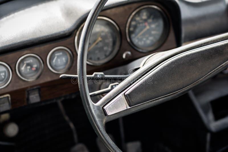 Rocznika samochodu wnętrze zdjęcie stock