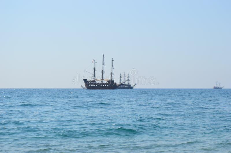 Rocznika statek przy morzem fotografia stock