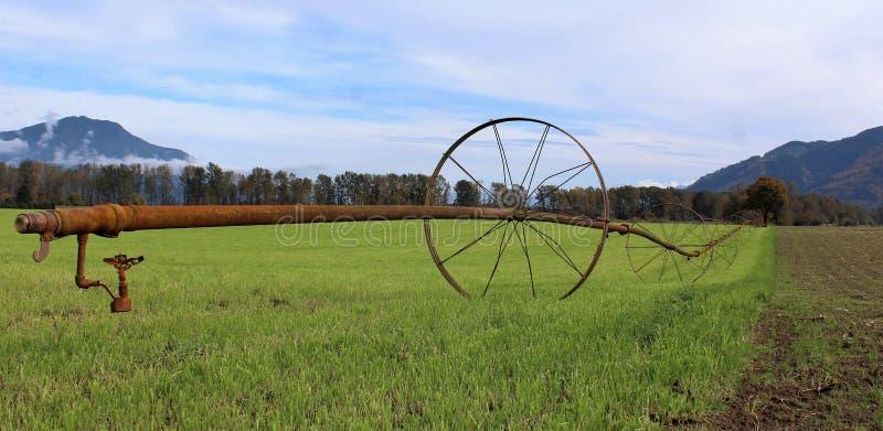 Rocznika system irygacyjny na gruncie rolnym obraz stock