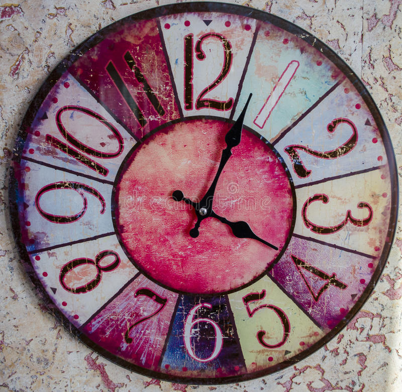 Rocznika szary drewniany round ścienny zegar fotografia stock