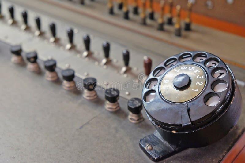 Rocznika telefoniczny switchboard z tarczą zdjęcia stock